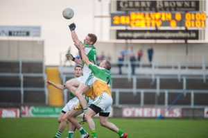 Ben Conroy, Ballyfin Gaels looks to claim this breaking ball. Photo Denis Byrne